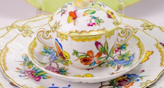 Place Setting Queen VICTORIA pattern - Herend porcelain hand painted.