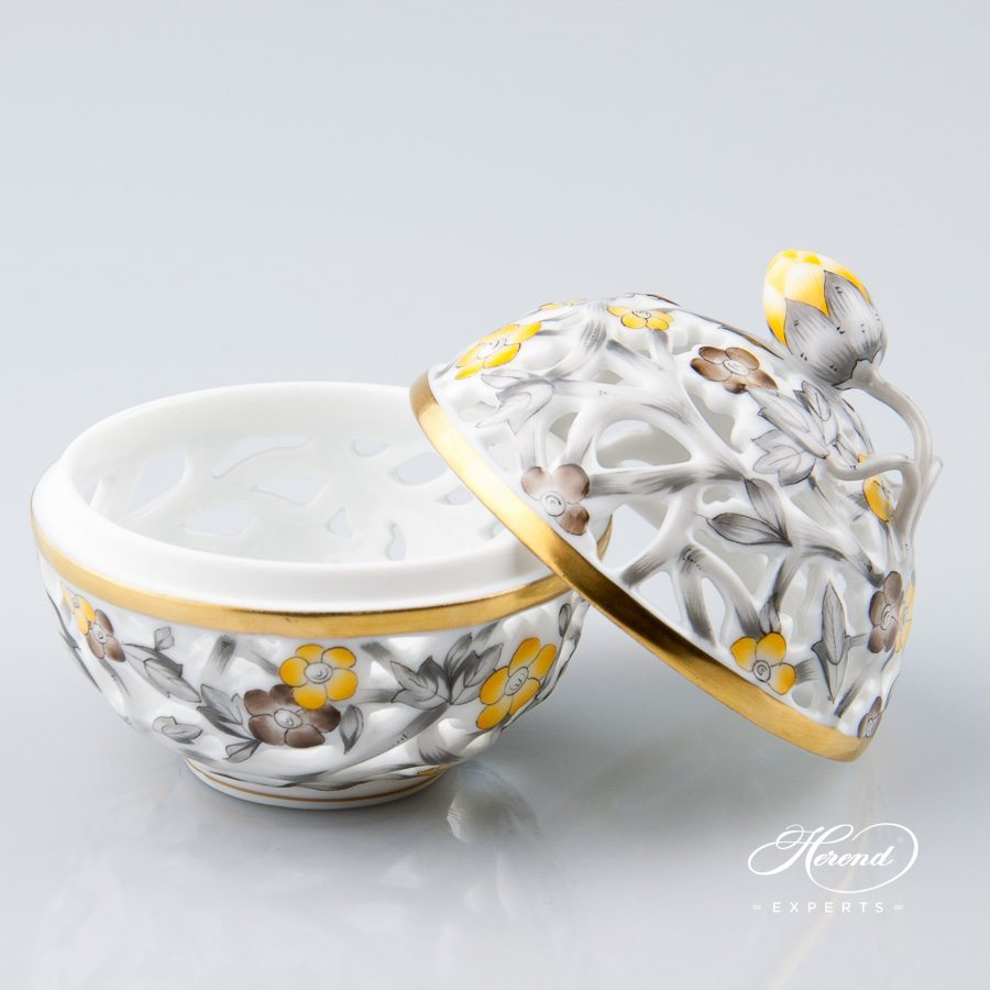 Bonbonniere - Open work 6215-0-11 C5 Naturalistic pattern - Herend porcelain hand painted.