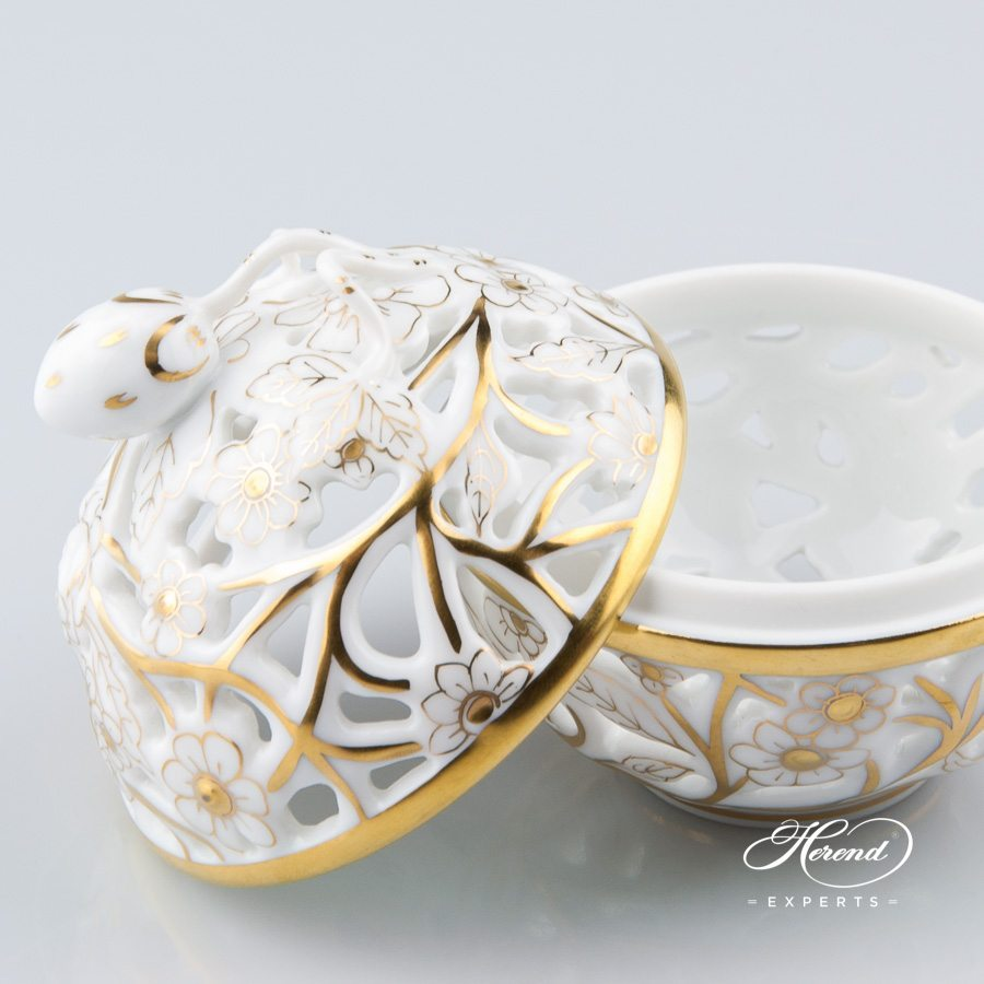 Bonbonniere - Open work 6215-0-11 COR Gilded pattern - Herend porcelain hand painted.