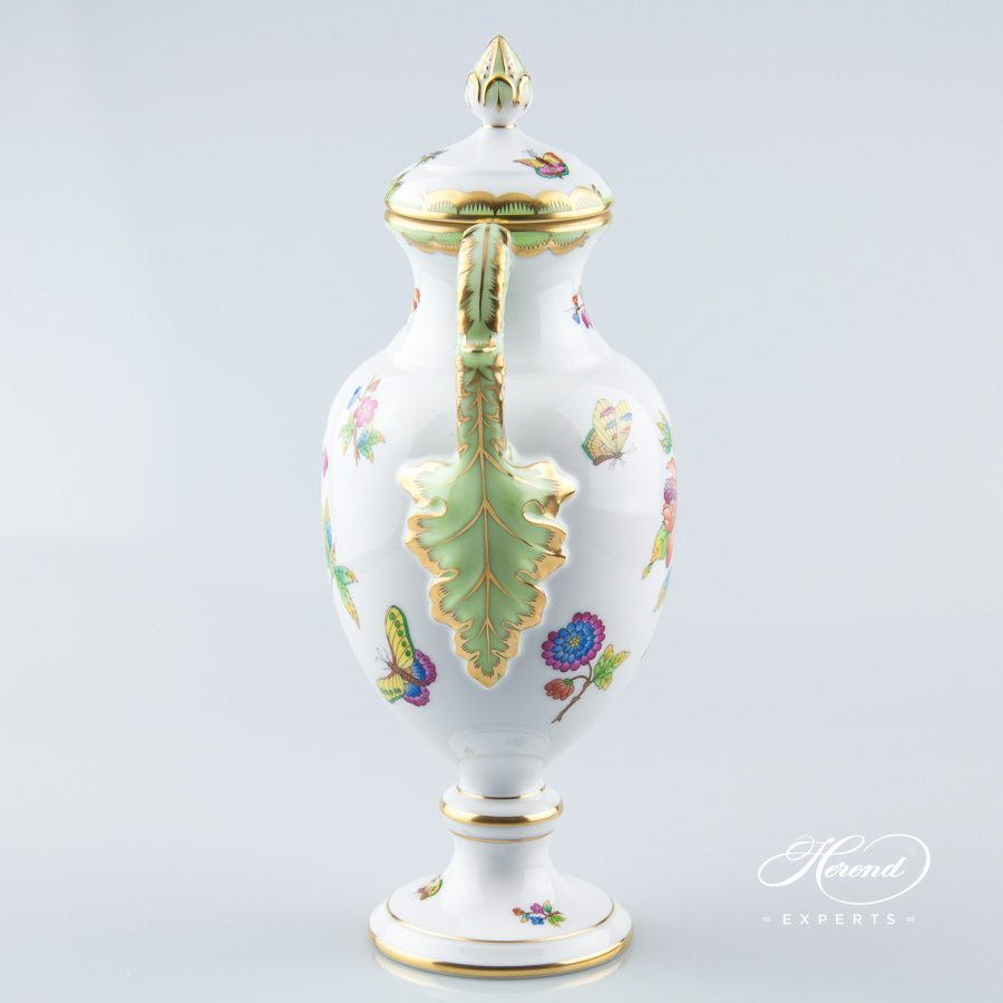 Fancy Vase w. Lid 6492-0-23 VBO Queen Victoria design. Herend fine china hand painted. Ornaments