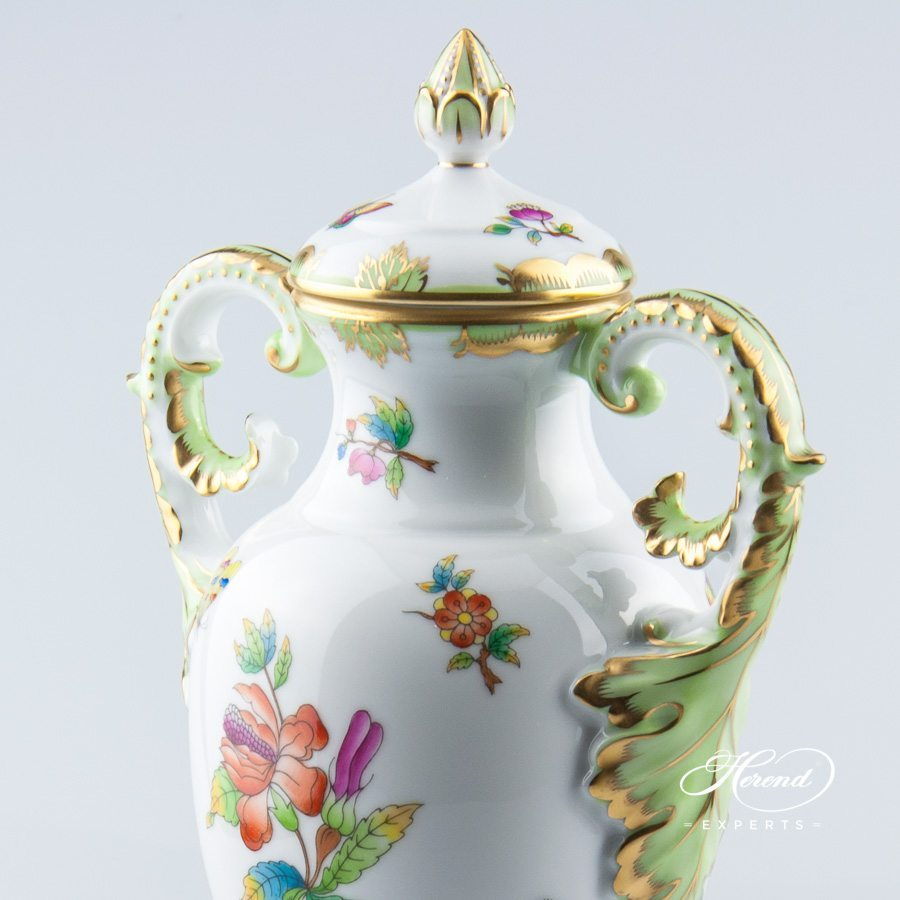 Fancy Vase with Lid 6492-0-23 VBO Queen Victoria decor - Herend porcelain.