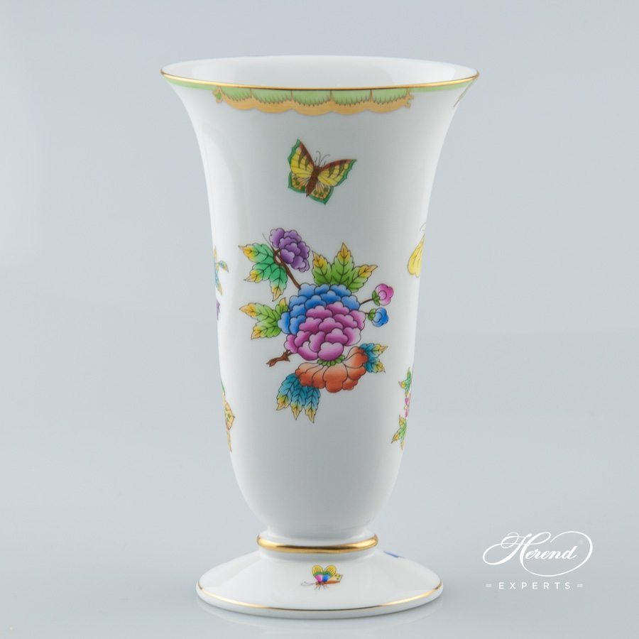 Vase 6779-0-00 VBO Queen Victoria decor - Herend porcelain.