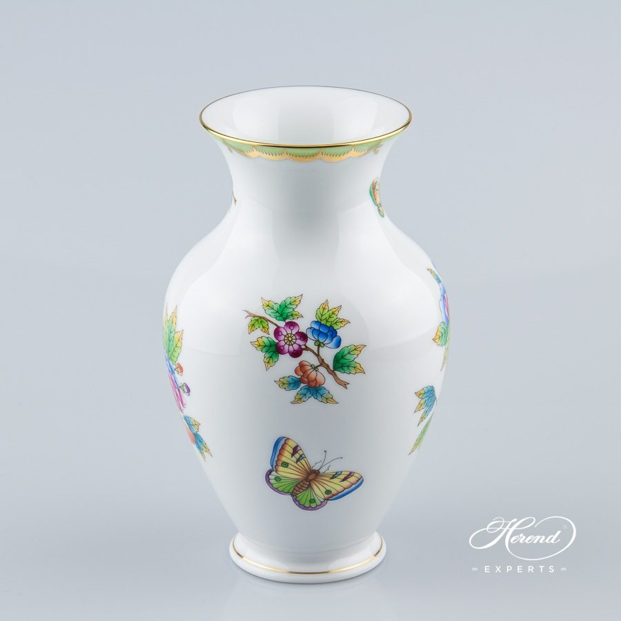 Vase 7018-0-00 VBO Queen Victoria VBO pattern - Herend porcelain hand painted.