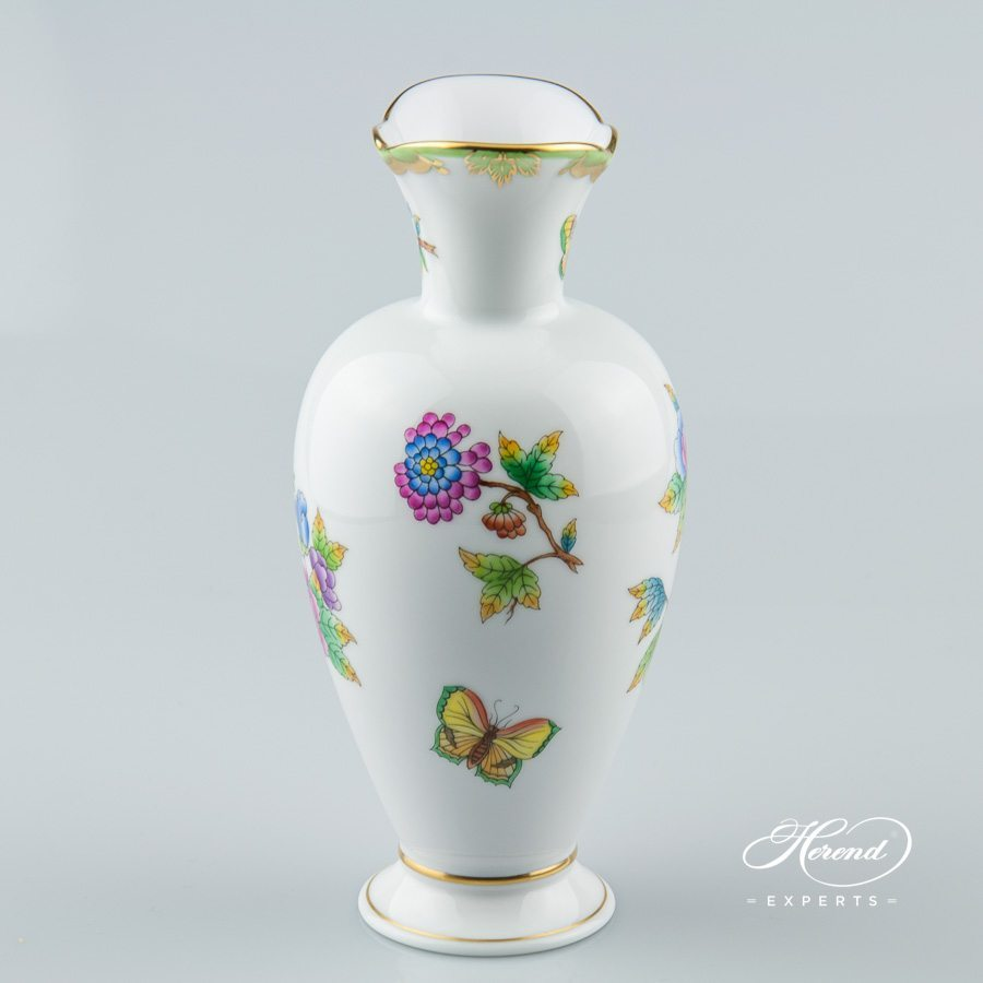Vase 7053-0-00 VBO Queen Victoria decor - Herend porcelain hand painted.