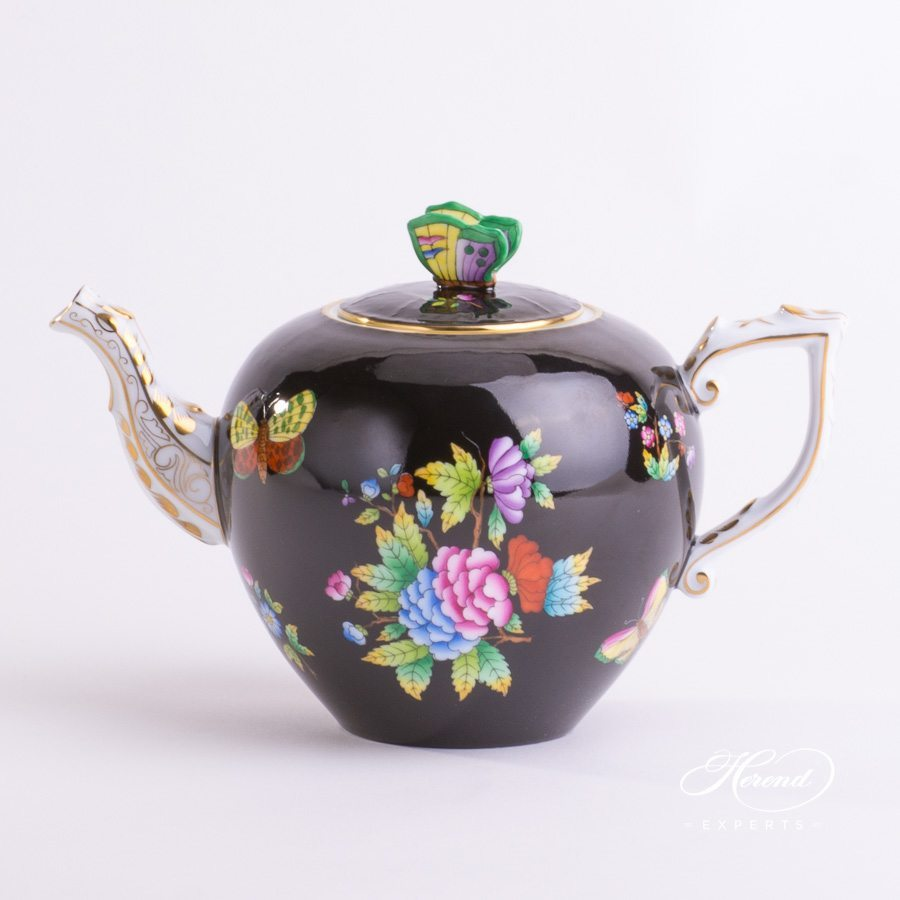 Tea Pot with Rose Knob 606-0-17 VE-FN Queen Victoria Black decor. Herend porcelain hand painted