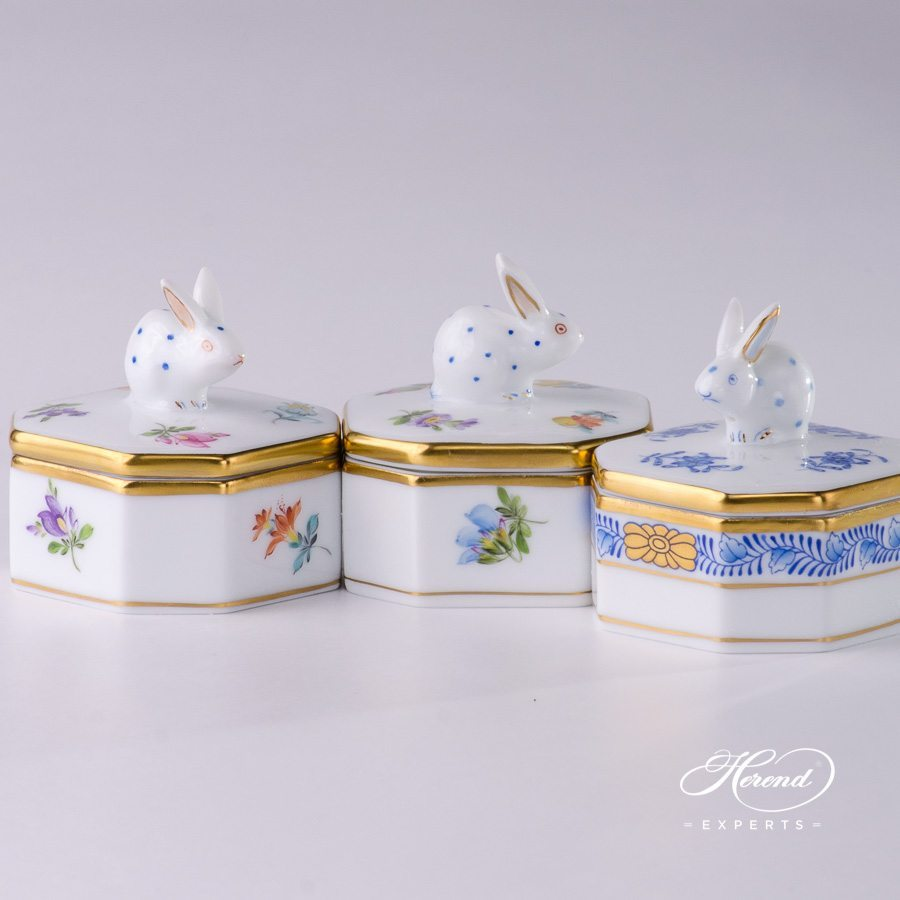 Fancy Box with Rabbit Knob 6105-0-25 MF Thousand Flowers and 6105-0-25 AB Apponyi Blue pattern - Herend porcelain.