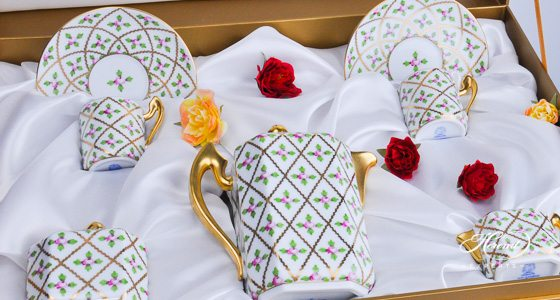Coffee Set for 2 Persons in Gift Box - Herend Sevres Roses SPROG design. Herend fine china hand painted. Classic Herend pattern