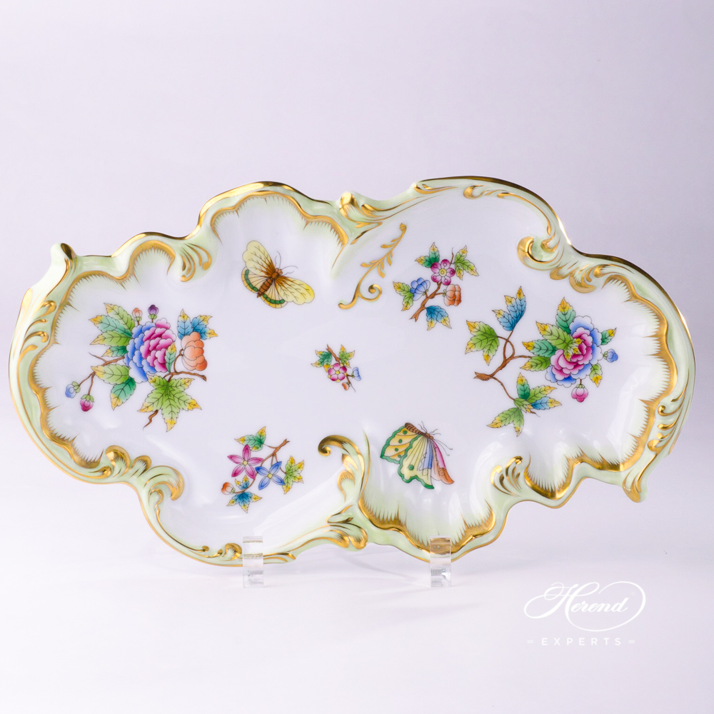 Dish Rococo / Cake Plate 7517-0-00 VBO Queen Victoria pattern. Herend fine china hand painted. Classic Herend pattern