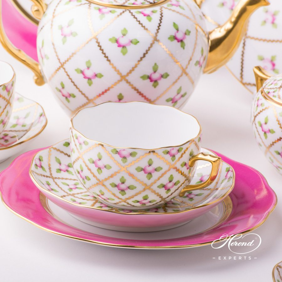 Tea Set w. Cake Plate for 4 Persons - Sevres Roses SPROG design. Herend fine china hand painted. Classic Herend pattern