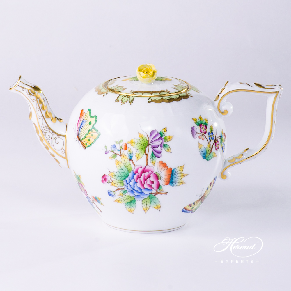 Tea Pot w. Butterfly Knob 606-0-09 VBO Queen Victoria pattern. Herend porcelain hand painted