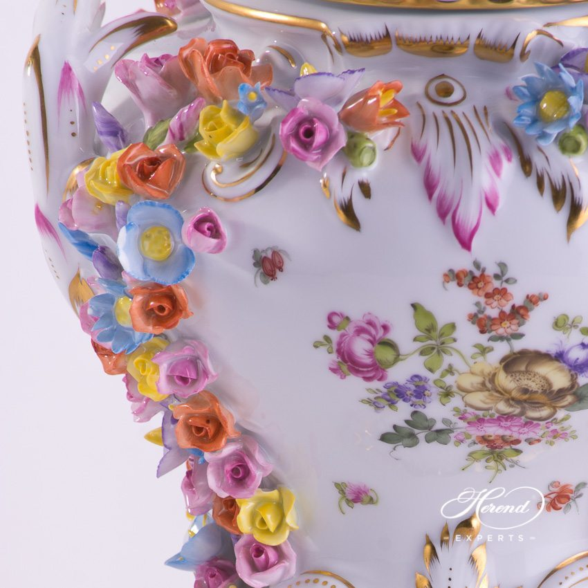 Vase with Rose Garland 6611-0-09 BHR Bouquet of Herend decor. Herend porcelain hand painted