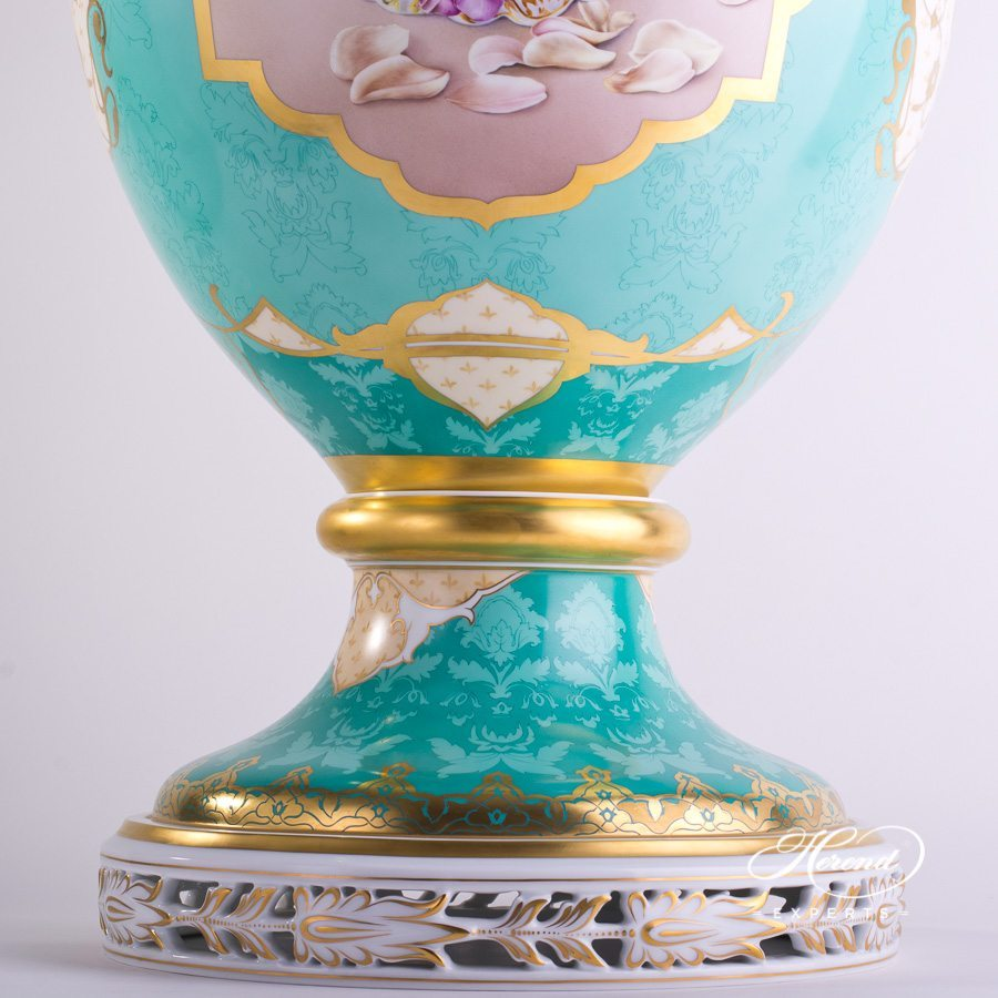 Large Vase with Acanthus Knob 6666-0-23 SP189 Special pattern - Herend hand painted porcelain.