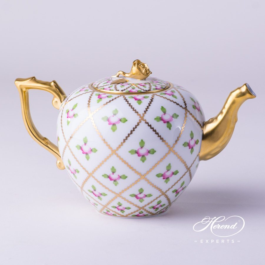 Tea Pot with Rose Knob 20608-0-09 SPROG Sevres Roses pattern. Herend porcelain hand painted