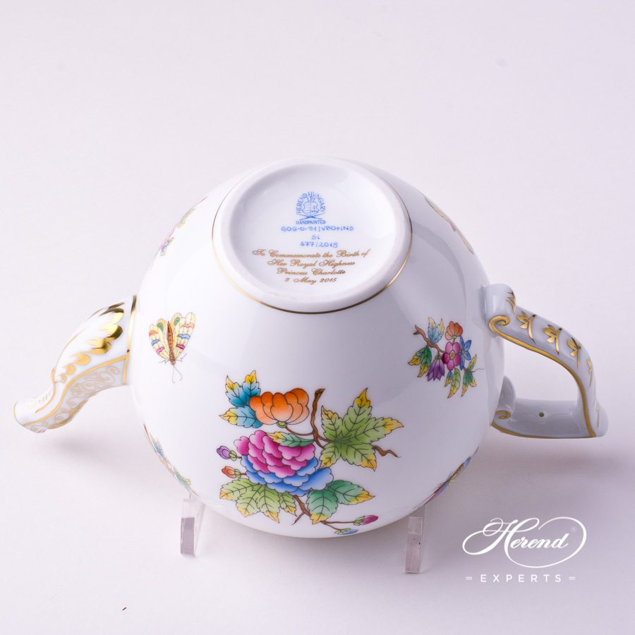 Tea Pot w. Crown Knob 606-0-91 VBO+INS Queen Victoria design. Herend fine china tableware. Hand painted. Limited Edition