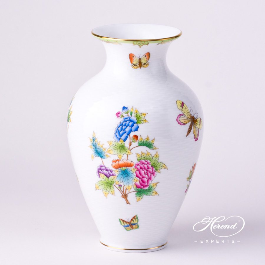 Vase, medium 6762-0-00 VBO Queen Victoria design. Herend fine china hand painted. Classic pattern. Ornaments