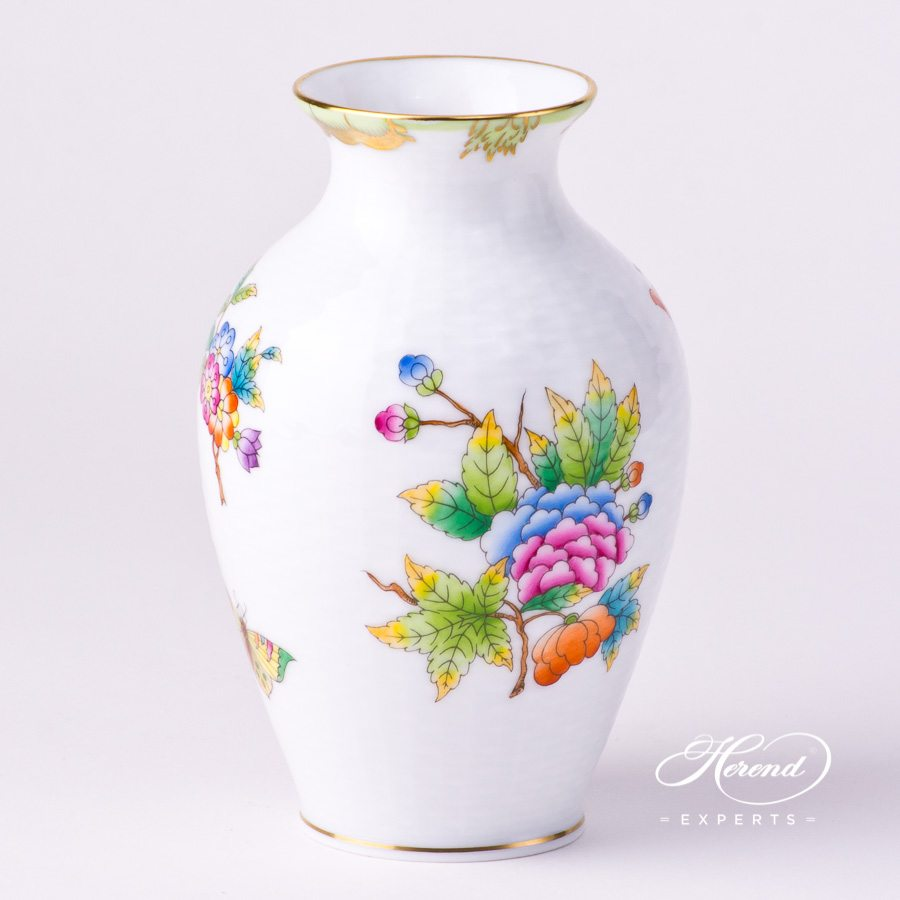 Vase, small 6763-0-00 VBO Queen Victoria design. Herend fine china hand painted. Classic pattern. Ornaments