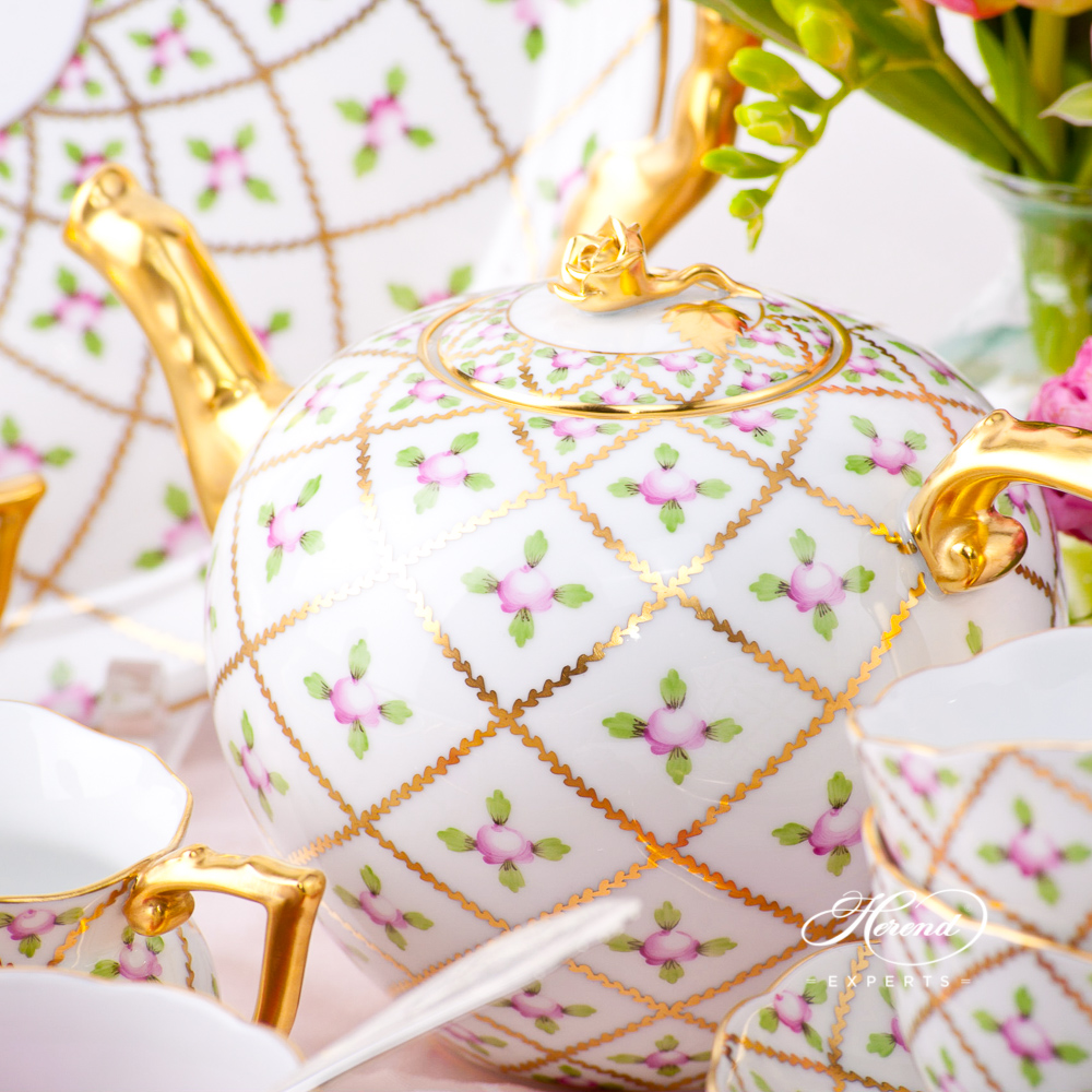 Tea Set for 6 Persons - Sevres Roses SPROG design. Herend fine china hand painted. Classic Herend pattern