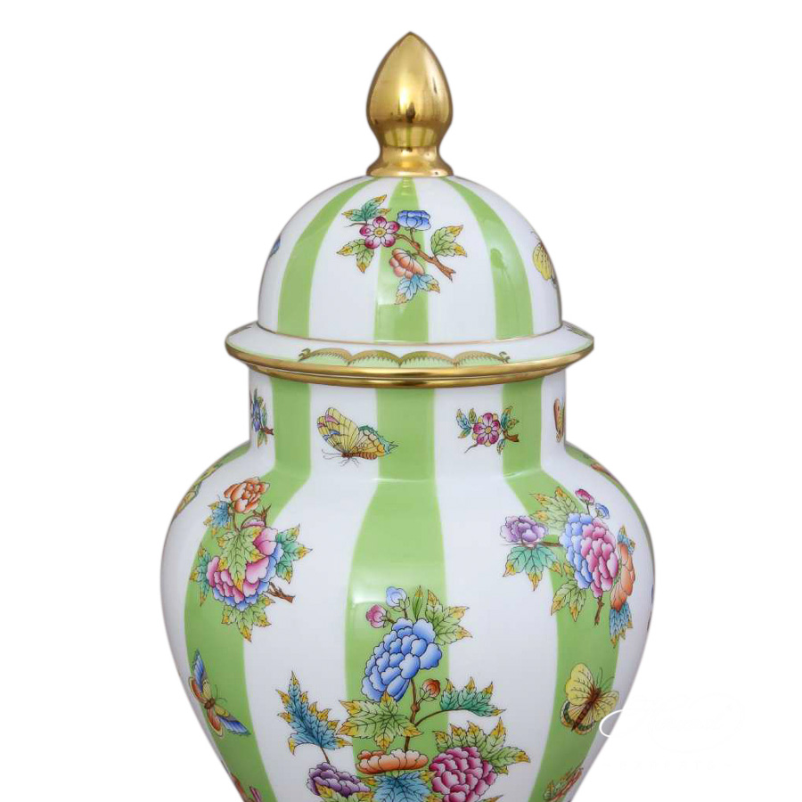 Vase w. Lid 6572-0-15 VBOVT Queen Victoria Variation pattern. Herend fine china