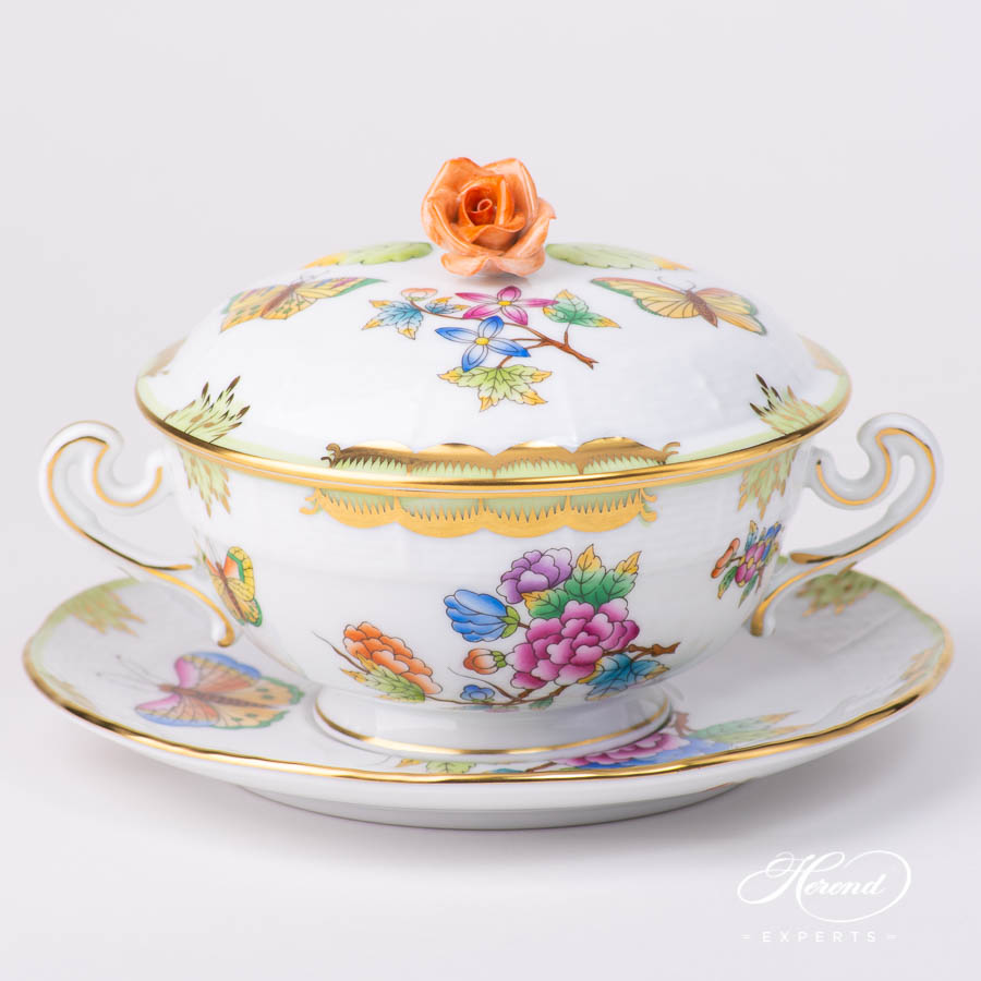 Soup Cup with Lidand Saucer 744-0-09 VBO Queen Victoria pattern. Classic design. Herend fine china