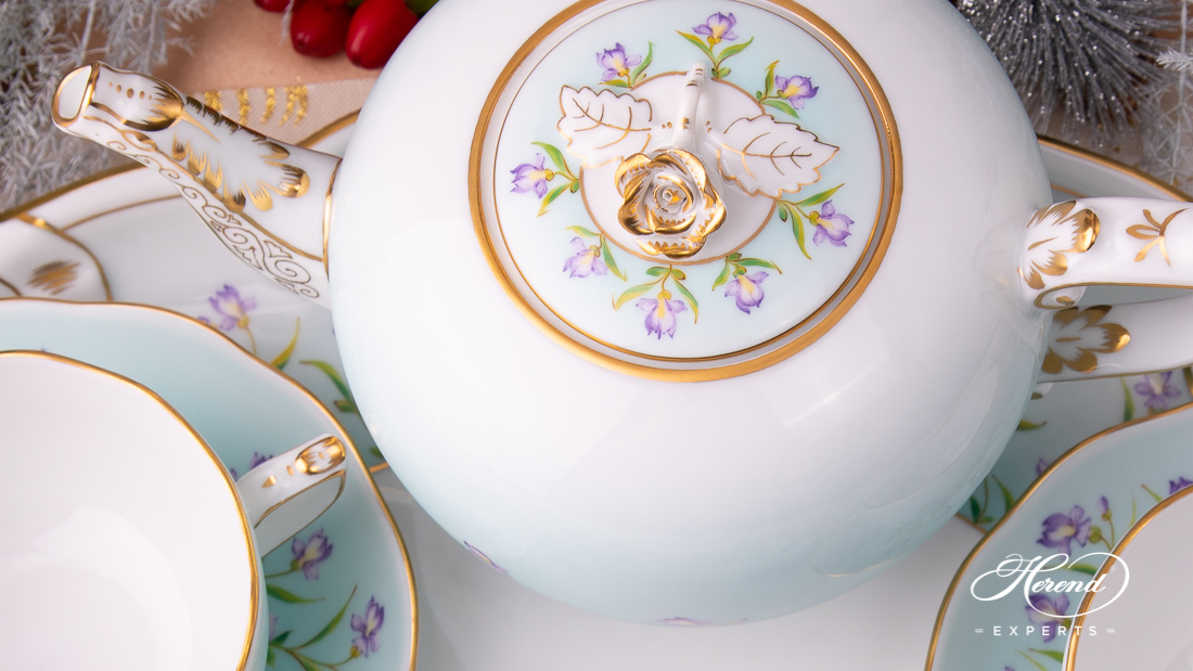 A detailed gilded rose on the top of the teapot - IRIS-TQ